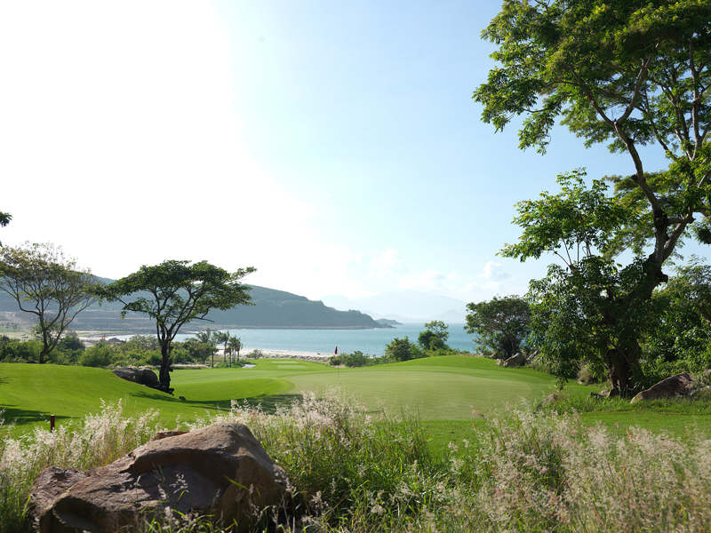 Enjoy Vietnam Golf During Peak Golf Season